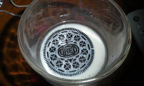 5 National Brands Using Facebook Right - Oreo Cookies