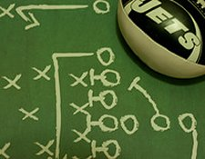 6 Ways Social Media Is Like Football