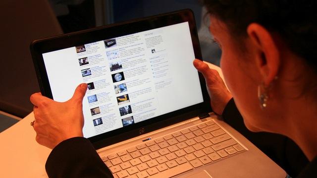 reading computer screen