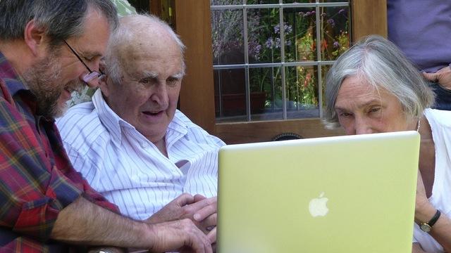 seniors-social-media-infographic