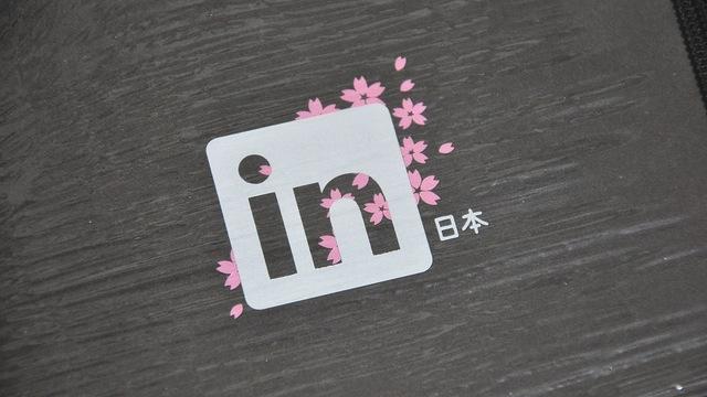 LinkedIn flower logo