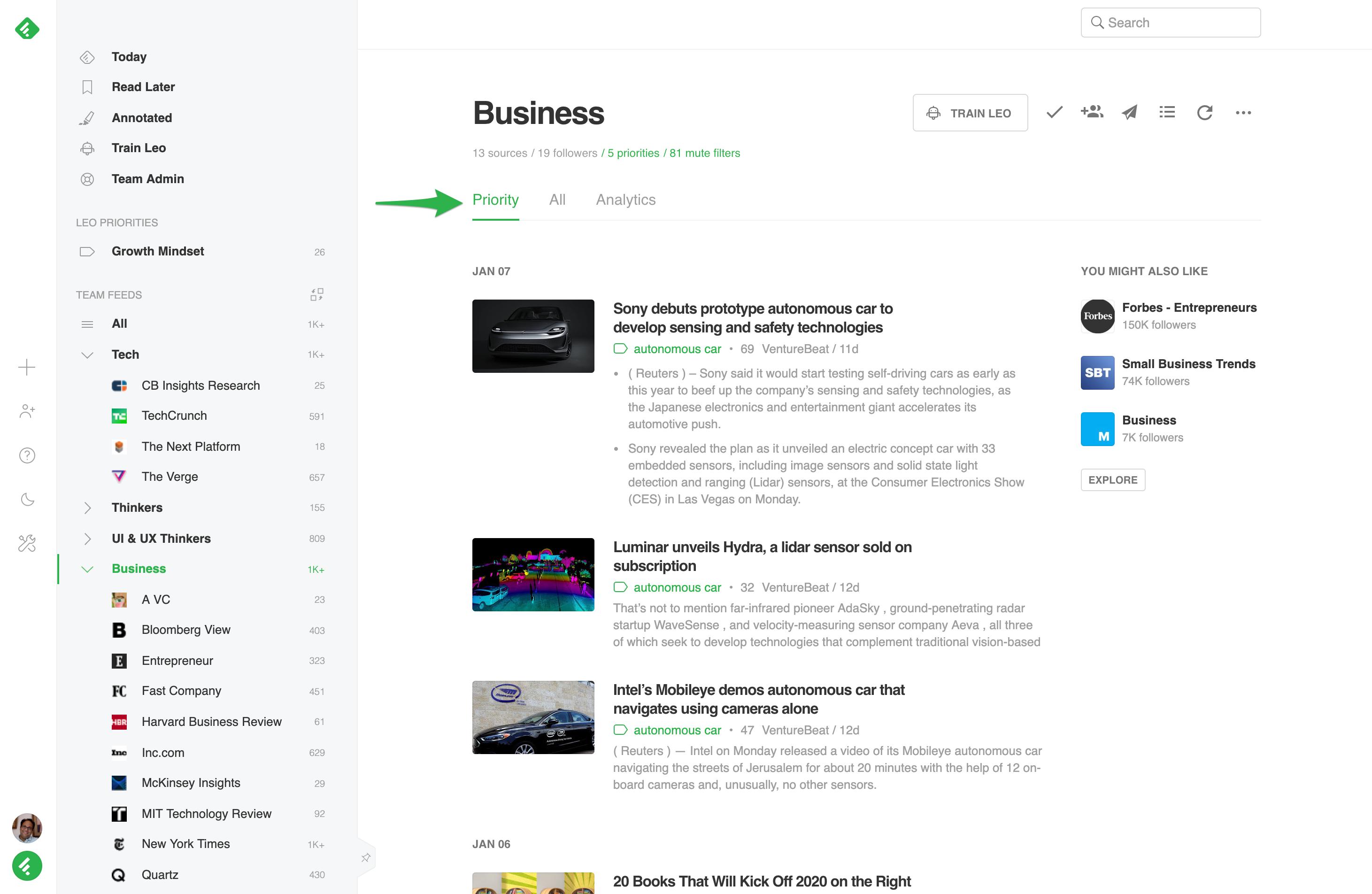 Captura de pantalla del feed de artículos de Feedly Business